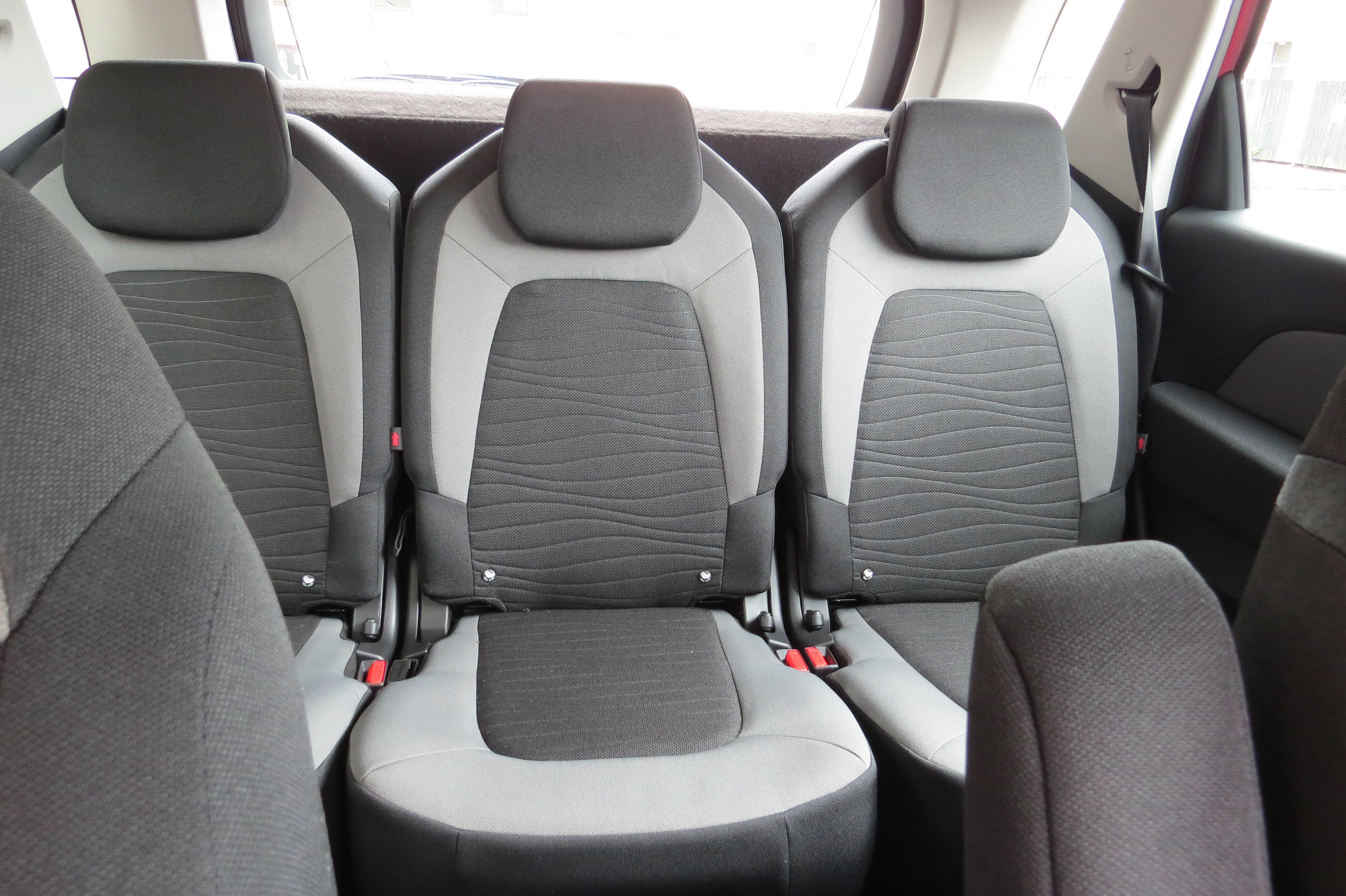Here You Can See Three Proper Seats Each With Its Own Isofix And Head Rest A Flat Seat